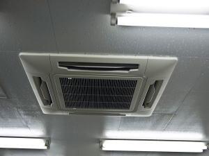 天井埋め込み型エアコン